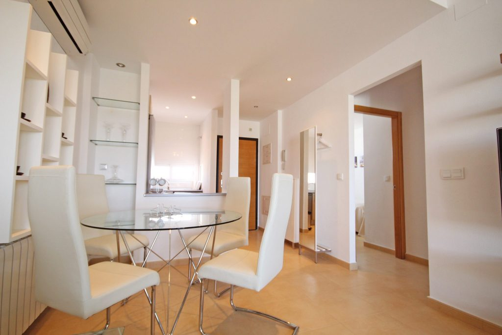 Beautiful Two Bed Penthouse with Golf Views. Sleeps 4